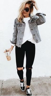 casual outfits for school / casual outfits . casual outfits for winter . casual outfits for work . casual outfits for school . casual outfits for women . casual outfits for winter comfy Look Fashion, Skirt Fashion, Fashion Edgy, Fashion Ideas, Fashion 2018, Jeans Fashion, Fashion Black, Feminine Fashion, Young Fashion