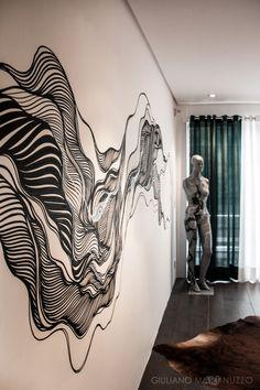 Uma arte nas paredes e outra no manequim para o quarto desta casa contemporânea que participou do Design Weekend 2014. Projetada por Victor Pollon, Karina Koch e Cristina Oliveira. Lá no site tem mais fotos: www.gm.art.br