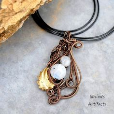 Moonstone wire wrapped pendant | JewelryLessons.com