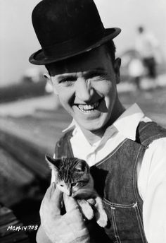 Stan Laurel, 1927. Laurel cradles a kitten during the filming of the silent comedy The Finishing Touch, 1927.�(Photo: John Kobal Foundation)