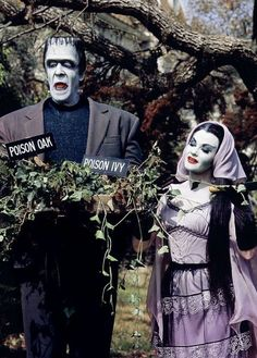 """Costumes Fred Gwynne and Yvonne De Carlo as Herman and Lily Munster in """"The Munsters"""" - - The Munsters, Munsters Tv Show, La Familia Munster, Los Addams, Herman Munster, Black Sheep Of The Family, Lily Munster, Yvonne De Carlo, Female Vampire"""