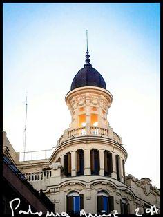 Edificio de corte neoclásico orientado hacia la calle de La Libertad, detrás de la calle de Alcalá. Neoclassical building oriented to the street of La Libertad parallel to the street of Alcalá
