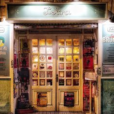 Puertas.... @lolinavintagecafe  #madrid #places #lugares #people #gente