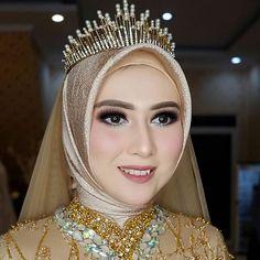 Muslimah Wedding Dress, Muslim Wedding Dresses, Muslim Brides, Bridal Dresses, Bridal Hijab, Hijab Bride, Simple Wedding Makeup, Wedding Beauty, Kebaya Muslim