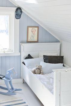 Mias Interiør / New Room Interior / Interiørkonsulent Maria Rasmussen Baby Boy Rooms, Little Girl Rooms, Baby Room, Upstairs Loft, Little Boy Blue, Plank Walls, Teen Bedroom, Bedrooms, Kid Spaces