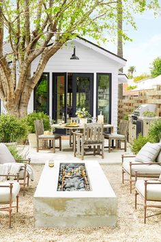You Have to See This Stunning Bungalow Transformation Interior designer Rosan Beltran takes us through the complete renovation of her 1936 Craftsman bungalow in Los Angeles. Bungalow Renovation, Craftsman Bungalows, Outdoor Rooms, Outdoor Kitchens, Outdoor Living Spaces, Modern Outdoor Living, Small Outdoor Spaces, Outdoor Patios, Outdoor Retreat