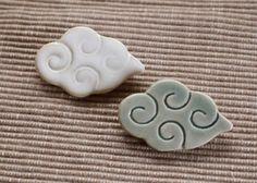 陶器:もくもく雲のブローチ|ブローチ|jam-yoko|ハンドメイド通販・販売のCreema