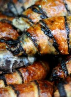 The best Marzipan Rugelach in Jerusalem and the best Rugelach recipes Lebanese Recipes, Jewish Recipes, Israeli Recipes, Israeli Desserts, Israeli Food, Rugelach Cookies, White Chocolate Recipes, Cookies, Breads
