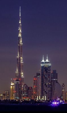 Visit All Top Skyscrapers of Dubai in 1 day Dubai full day tour guide. Dubai Skyscraper, Dubai City, Dubai Uae, Unique Buildings, Beautiful Buildings, Beautiful Places, Living In Dubai, Visit Dubai, Dubai Travel