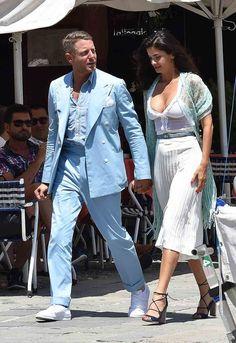 Lapo Elkann y nueva novia Shermine Shahrivar Gentleman Mode, Gentleman Style, Lapo Elkann, Royal Blue Suit, Sparkle Outfit, Black And White Blouse, Fashion Couple, Party Fashion, British Style