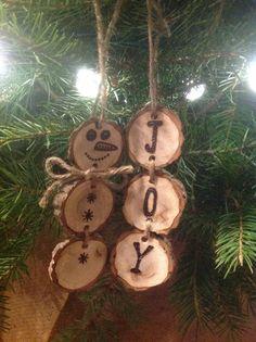 Wood Burned Snowmen Christmas Ornaments by BurnwoodCreations Snowman Christmas Ornaments, Homemade Christmas Decorations, Diy Ornaments, Wood Burning Crafts, Wood Burning Patterns, Wood Crafts, Arts And Crafts Projects, Diy And Crafts, Button Tree Art