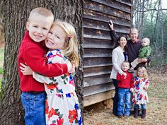 photography : families siblings babies children outdoor barn  www.candyhoward.com