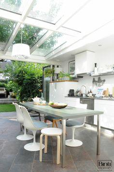 Interieur keuken naar tuin