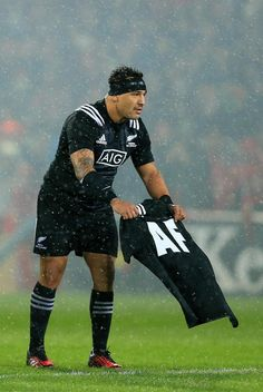 Maori All Blacks mark of respect for Axel Foley before the haka in Thomond Park Maori All Blacks, All Blacks Rugby, Rugby 7's, Munster Rugby, Super Rugby, Tampa Bay Lightning, Punk, Football, Boys