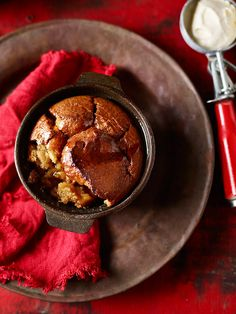 Warm up with these delicious Sticky Banana Puddings! Best served warm with a scoop of vanilla ice cream, these puddings are great for after a Sunday roast. Recipe link in bio. Recipe T, Recipe Link, Thermomix Desserts, Sunday Roast, Banana Pudding, Baking Tips, Puddings, Baked Goods, Sweet Recipes