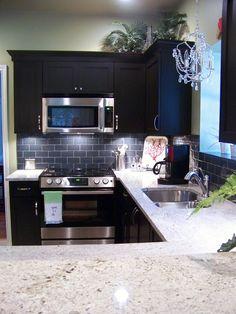 Astonishing Cool Tips: Black Backsplash tin backsplash laundry room.Tin Backsplash Dark Cabinets peel and stick backsplash bedroom. Updated Kitchen, New Kitchen, Kitchen Dining, Kitchen Decor, Awesome Kitchen, Kitchen Ideas, Beautiful Kitchen, Kitchen Inspiration, Kitchen Sink