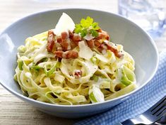 Tagliatelle with leek and bacon - Taglitaelle with leek, bacon and creamy sauce - Penne Arrabiata, Fusilli, I Want Food, Vegetarian Recipes, Healthy Recipes, Go For It, Happy Foods, How To Cook Pasta, Tasty Dishes