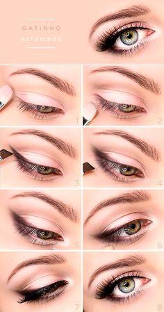 Quer aprender a fazer um delineado gatinho esfumado? Encontramos um tutorial de maquiagem que ensina o passo a passo! Vem ver!