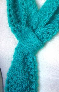 IL FILO CHE CREA: Rina's scarf: sciarpa a punto pavone con fermasciarpa incorporato