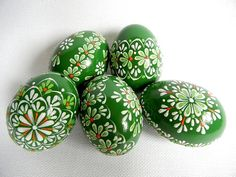 Set of 5 Green Hand Decorated Colours Painted Chicken Easter Egg, Traditional Slavic Wax Pinhead Chicken Egg, Kraslice, Pysanka Easter Egger Chicken, Chicken Eggs, Easter Egg Crafts, Easter Eggs, Egg Shell Art, Easter Egg Designs, Easter Traditions, Faberge Eggs, Egg Art