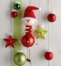Decorate charming figures from Christmas balls & make cute Advent decorations yourself with Chri Grinch Christmas Tree, Christmas Art, Christmas Projects, Winter Christmas, Christmas Ornaments, Christmas Balls, Christmas Design, Book Crafts, Holiday Crafts