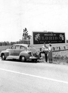 """""""Welcome to Florida"""" roadside sign. Tourists stop to check the map before they enter The Sunshine State. Clearwater Florida, Destin Florida, Old Florida, Vintage Florida, Naples Florida, State Of Florida, Florida Travel, Kissimmee Florida, Florida Usa"""