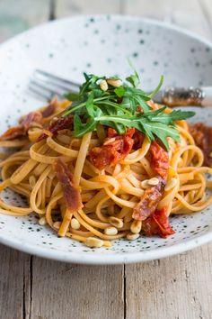 Linguine mit gerösteten Tomaten und Parmaschinken – Flavoured with Love