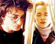 hermione and harry hug gif Harry Potter Hermione, Harry Potter Artwork, Hermione Granger, Harry Potter Love, Hp Movies, Kylie, Gifs, Wattpad, Fantastic Beasts