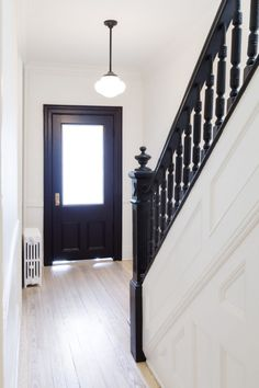 White Arrow renovates Brooklyn rowhouse with navy millwork and modernist furniture Black Stair Railing, Black Staircase, Stair Banister, Banisters, Staircase Design, Modern Staircase, Craftsman Staircase, Traditional Staircase, Traditional Archery