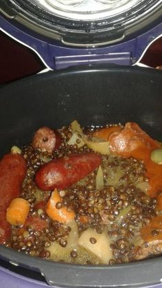 Lentilles saucisses au Cookéo.  Ingrédients:  – 500 gr de lentilles vertes  – rondelles de carottes  – 6 saucisses fumées  – 1 bouquet garni  – 1 kub or  – l'huile d'olive  – 1 oignon
