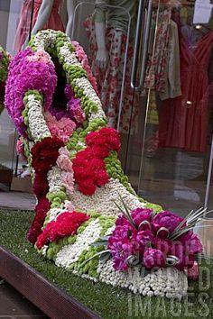 Sloane in bloom for Chelsea Fringe and RHS Chelsea Flower Show - chrySSa flowers Topiary Garden, Garden Art, Garden Design, Art Floral, Floral Design, Love Flowers, Beautiful Flowers, Fresh Flowers, Chelsea Flower Show