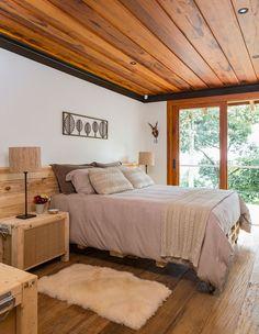 Casa de campo construída para apreciar a Serra da Mantiqueira - Constance Zahn Decor, House Design, House, Interior, Home, Home Bedroom, House Interior, Home Deco, Rustic House