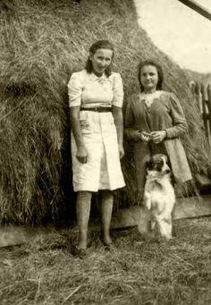 Danusia Siedzikówna z przyjaciółką, Narewka, kwiecień 1945