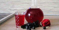 Uimește-ți prietenii cu un lichior de casă din fructe de pădure foarte aromat și delicios.Acum se găsesc din plin diverse fructe de pădure, care mai de care mai aromate și dulci, de aceea nu rata această rețetă. Din doar 4 ingrediente naturale vei obține un lichior gustos, parfumat și frumos, ideal pentru deserturi și nu numai. INGREDIENTE 4 pahare de fructe de pădure (de orice tip) 4 pahare de zahăr 4 pahare de apă fiartă 4 pahare de vodcă Notă:VeziMăsurarea ingredientelor MOD DE…