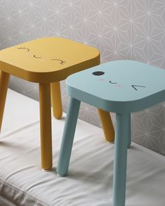 Har ni sett den relativt nya barnpallen från IKEA som heter FLISAT? Den är så himla fin tycker jag, enkel att montera och lätt att måla då den säljs i obehandlat trä.
