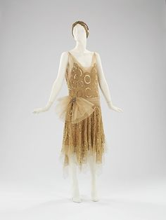 always and forever 30s clothes at the MET... I think this would be somehting that might actually look good on me too