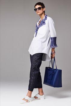 Giorgio Armani Resort 2017 fashion show - Pre-Spring-Summer 2017 collection, shown June 2016 Vogue Paris, Giorgio Armani, Black Girl Fashion, Look Fashion, Fashion Show, Fashion Week, Fashion 2017, Fashion Brands, Cruise Fashion