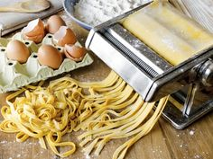 Discover the secret to making delicious homemade pasta, just like grandma used to make. Foodal has the recipes you want for a dreamy pasta dish. Salsa Carbonara, Homemade Pasta Dough, Pasta Recipes, Cooking Recipes, Pasta Maker, Fresh Pasta, Diy Food, Italian Recipes, Food And Drink