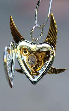 piquedame: my clockwork heart… Steampunk Locket...