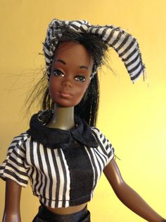 dcc38274d8a1 Vintage TNT Barbie 1970er Malibu Christie, dunkelhäutig + Kleidung Mattel  KOREA