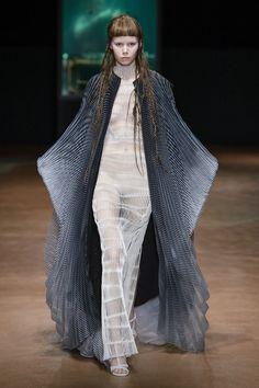 Iris van Herpen 'Aeriform' Fall 2017 Couture Collection   Tom + Lorenzo