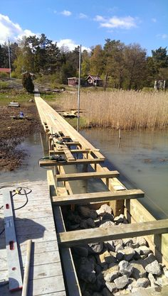 Red Mount AB is helping out Reuterskiöld Snickeri to build Jetty/Brygga on stenkista in Stockholm's Archipelago.