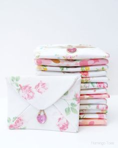 "Make something pretty ""just because"", with these lovely fabric envelopes by Flamingo Toes (for Lil' Luna). -Sewtorial"