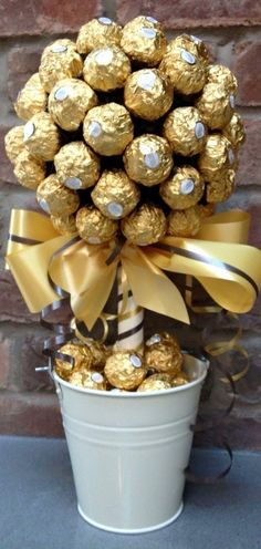 Amelinha baptism DIY Ferrero Rocher Gift Ideas – Edible Crafts Business Wear News You Can Use The tr Golden Wedding Anniversary, Anniversary Parties, 50th Wedding Anniversary Party Ideas, 50 Anniversary Gift Ideas, 50th Wedding Anniversary Decorations, 50th Anniversary Cakes, Ferrero Rocher Gift, Ferrero Rocher Bouquet, 60th Birthday