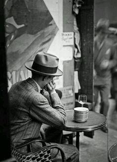 André Kertész       Café, Paris      1928