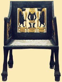 Kinderstuhl mit Gott Bes aus dem Grab von Yuya und Tuya wurde vermutlich für Yuya und Tuya Enkelin gemacht; Prinzessin Sit-Amun, ca.1390-1352.vor Chr. Zeit Amenhotep III. Ägyptische Museum  Kairo  Ägypten