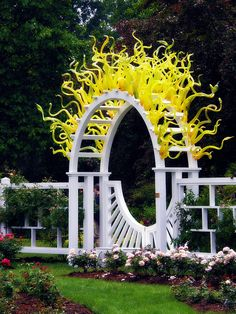 Chihuly in the Rose Garden. It is a glass sculpture! Dale Chihuly is a glass sculpture artist! St Louis Botanical Garden, Missouri Botanical Garden, Botanical Gardens, Dale Chihuly, Garden Gates, Garden Art, Garden Design, Garden Archway, Glass Garden