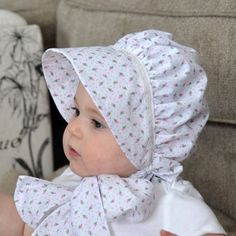 Best 12 This bonnet is made of high quality cotton blend fabric for comfort and protection from the sun. The fabric has a white background with tiny pink rosebuds. Adorned with lace between the brim and body on the basic bonnet, this bonnet is Sewing For Kids, Baby Sewing, Baby Bonnet Pattern, Beanie Pattern, Little Bo Peep, Baby Bonnets, Pink Hat, Baby Hats, Baby Dress