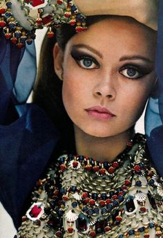 ClioMakeUp-trucco-anni-70-settanta-stile-hippie-boho-make-up-vogue