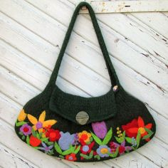 LAYERING CREATES DIMENSION + DEPTH - GOOD IDEA FOR DIECUTS - felted bag
